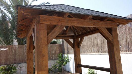 Pérgola de madera natural