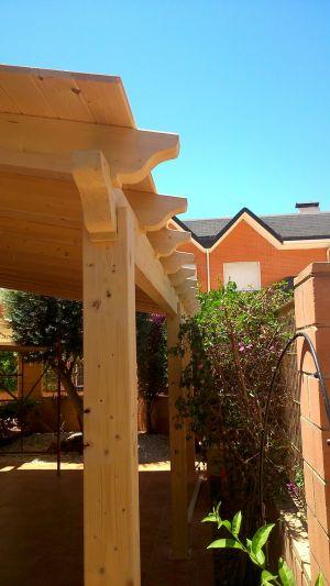 Pilares de madera natural