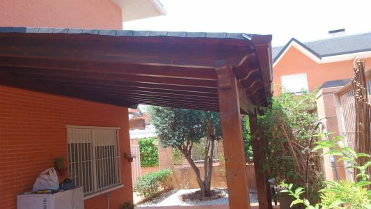 Pérgola adosada a pared