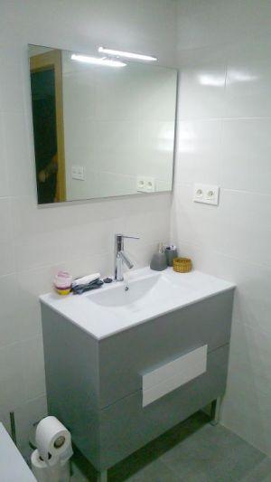 Mueble de baño plata
