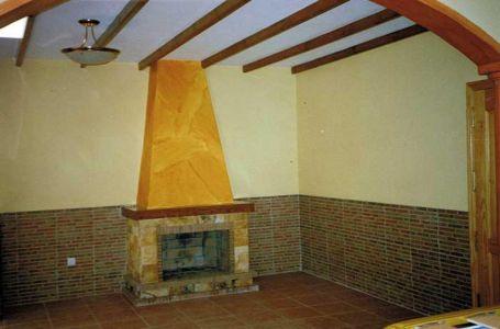 Construcción de chimenea rústica en piedra natural